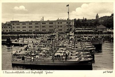 https://imgc.allpostersimages.com/img/posters/1-raeumbootsflotille-mit-begleitschiff-zieten_u-L-POTL9H0.jpg?p=0