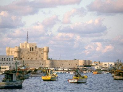 https://imgc.allpostersimages.com/img/posters/15th-century-castle-fort-qait-bay-alexandria-egypt_u-L-P584500.jpg?artPerspective=n