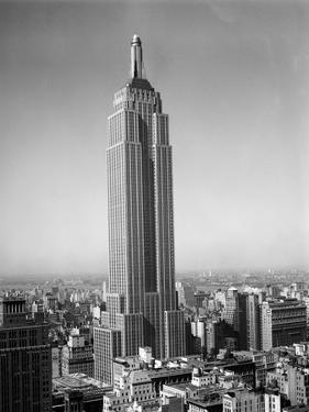 1930s New York City Empire State Building Full Length Without Antennae
