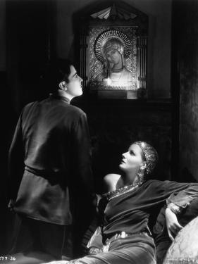 , 1931 --- Greta Garbo and Ramon Novarro in the, 1931 film <Mata Hari>. --- Image by (b/w photo)