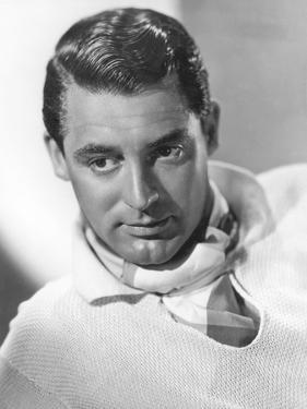 1935: British born actor Cary Grant (1904 - 1986), born Archibald Leach in Bristol