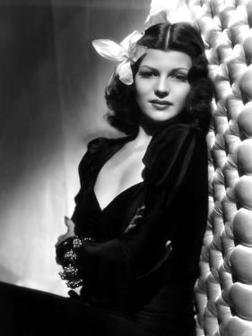 , 1940: American actress Rita Hayworth (1918 - 1987) with an exotic flower in her hair (Photo by A.