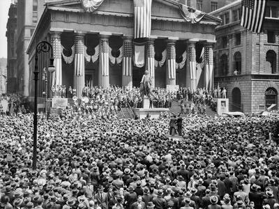 https://imgc.allpostersimages.com/img/posters/1942-wwii-war-bond-rally-new-york-stock-exchange-wall-street-nyc_u-L-Q1BQKNO0.jpg?p=0