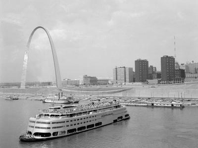 https://imgc.allpostersimages.com/img/posters/1960s-st-louis-missouri-gateway-arch-skyline-mississippi-river-ss-admiral-casino_u-L-Q1BQHTB0.jpg?p=0