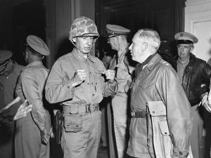 1st Marine Div. Gen. Oliver Smith, Talks with Maj Gen Edward M. Almond, Tenth Corps Commander