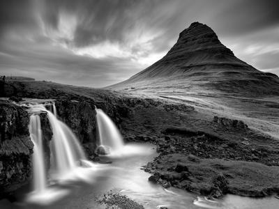 https://imgc.allpostersimages.com/img/posters/3-waterfalls-bw_u-L-Q10PFNR0.jpg?p=0