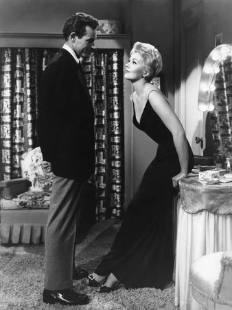 https://imgc.allpostersimages.com/img/posters/5-against-the-house-1955-directed-by-phil-karlson-with-guy-madison-and-kim-novak-b-w-photo_u-L-Q1C3M4Y0.jpg?artPerspective=n