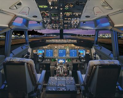 737 pilot-centered flight deck
