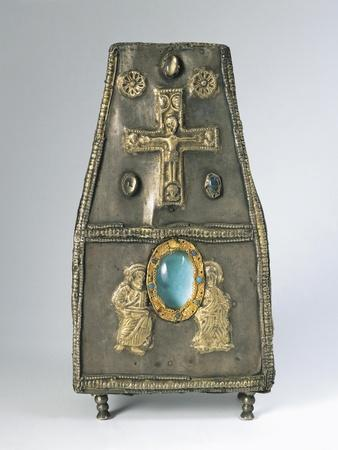 https://imgc.allpostersimages.com/img/posters/8th-9th-century-purse-shaped-gilt-silver-reliquary-with-embossed-decorations_u-L-POPPH10.jpg?p=0