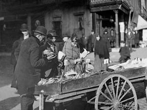 A Banana Cart, New York