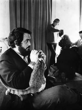 A CLOCKWORK ORANGE, 1971 directed by STANKEY KUBRICK On the set, Stanley Kubrick (b/w photo)