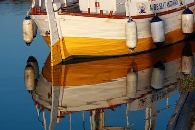 https://imgc.allpostersimages.com/img/posters/a-colorful-wooden-boat-reflected-in-the-calm-water-near-marsala-sicily_u-L-Q1BAOM40.jpg?artPerspective=n