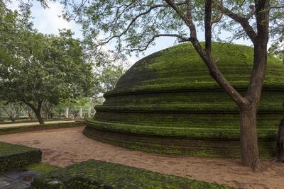 https://imgc.allpostersimages.com/img/posters/a-dome-shaped-structure-in-the-kiri-vihara-buddhist-temple-ruins_u-L-PQ8U450.jpg?p=0
