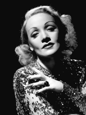 A FOREIGN AFFAIR, 1948 directed by BILLY WILDER with Marlene Dietrich (b/w photo)