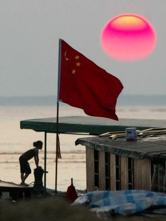 https://imgc.allpostersimages.com/img/posters/a-girl-rests-on-a-boat-below-the-chinese-national-flag_u-L-Q10OPQ00.jpg?p=0