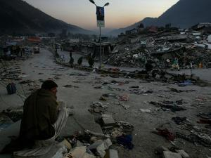 A Homeless Pakistani Earthquake Survivor Sits on the Roadside