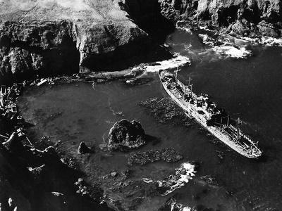 https://imgc.allpostersimages.com/img/posters/a-japanese-ship-aground-in-kiska-harbour-aleutian-islands-alaska-usa-18th-september-1943_u-L-PQ2X040.jpg?p=0