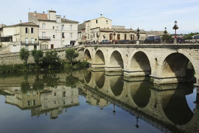 https://imgc.allpostersimages.com/img/posters/a-roman-bridge-built-in-the-reign-of-the-emperor-tiberius-spans-the-river-vidourle-at-sommieres_u-L-PWFDVV0.jpg?p=0