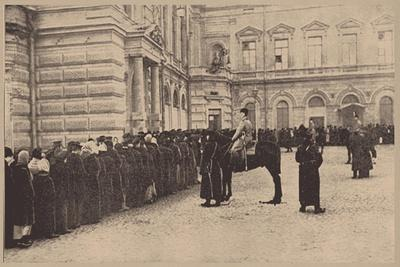https://imgc.allpostersimages.com/img/posters/a-russian-bread-line-guarded-by-the-imperial-police-march-1917_u-L-PTTI690.jpg?p=0
