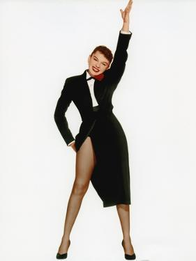 A STAR IS BORN, 1954 directed by GEORGE CUKOR with Judy Garland (photo)