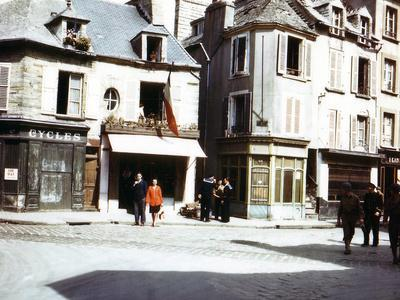 https://imgc.allpostersimages.com/img/posters/a-street-in-cherbourg-recently-liberated-by-the-united-states-army-july-1944_u-L-PQ2J2J0.jpg?p=0