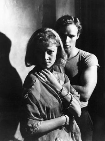 https://imgc.allpostersimages.com/img/posters/a-streetcar-named-desire-1951-directed-by-elia-kazan-with-vivien-leigh-and-marlon-brando-b-w-phot_u-L-Q1C3FC30.jpg?artPerspective=n
