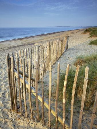 https://imgc.allpostersimages.com/img/posters/a-summer-morning-on-the-beach-at-walberswick-suffolk-england-united-kingdom-europe_u-L-PFNRWJ0.jpg?p=0