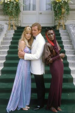 A View to a Kill by John Glen with Tanya Roberts, Roger Moore and Grace Jones, 1985 (photo)
