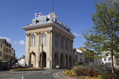 https://imgc.allpostersimages.com/img/posters/abingdon-county-hall-abingdon-on-thames-oxfordshire-england-united-kingdom_u-L-PWFJOR0.jpg?p=0