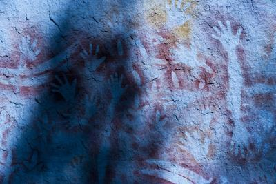 https://imgc.allpostersimages.com/img/posters/aboriginal-hand-painting-carnarvon-gorge-queensland-australia-pacific_u-L-PIB2BT0.jpg?p=0