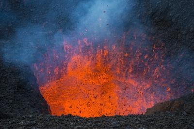 https://imgc.allpostersimages.com/img/posters/active-lava-eruption-on-the-tolbachik-volcano-kamchatka-russia-eurasia_u-L-PQ8OZN0.jpg?p=0