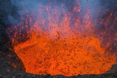 https://imgc.allpostersimages.com/img/posters/active-lava-eruption-on-the-tolbachik-volcano-kamchatka-russia-eurasia_u-L-PQ8OZZ0.jpg?artPerspective=n