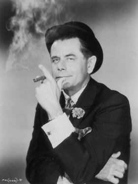 """Actor Glenn Ford on the movie set of """"Pocketful of Miracles"""" (Milliardaire d'un Jour), directed by"""