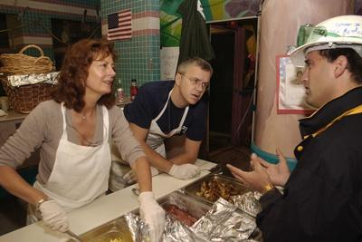 https://imgc.allpostersimages.com/img/posters/actors-susan-sarandon-and-tim-robbins-serving-meals-at-feeding-stations-for-workers-at-ground-zero_u-L-Q10WTVG0.jpg?p=0