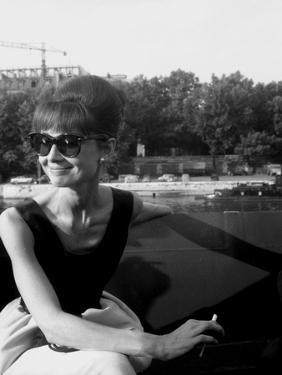 """Actress Audrey Hepburn on the Set Film Paris """"Paris When it Sizzles"""" 13 July 1962"""