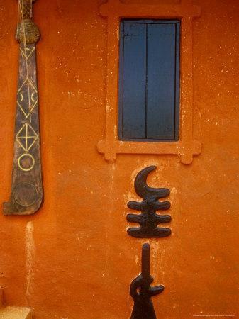 https://imgc.allpostersimages.com/img/posters/adinkra-symbols-on-shrine-to-nana-yaa-asantewaa-ejisu-ghana_u-L-P585BO0.jpg?p=0