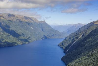 https://imgc.allpostersimages.com/img/posters/aerial-of-a-huge-fjord-in-fiordland-national-park_u-L-PQ8TMZ0.jpg?p=0