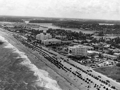 https://imgc.allpostersimages.com/img/posters/aerial-view-of-fort-lauderdale-beach-1950_u-L-PPQW9T0.jpg?p=0