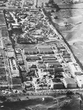 https://imgc.allpostersimages.com/img/posters/aerial-view-of-twentieth-century-fox-studios_u-L-PZP0P50.jpg?p=0