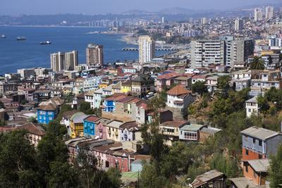 https://imgc.allpostersimages.com/img/posters/aerial-view-valparaiso-chile_u-L-PWFI1N0.jpg?p=0