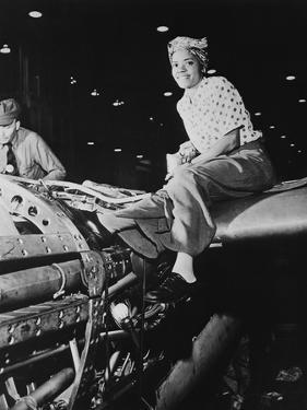African American 'Rosie the Riviter' at Lockheed Aircraft Corp