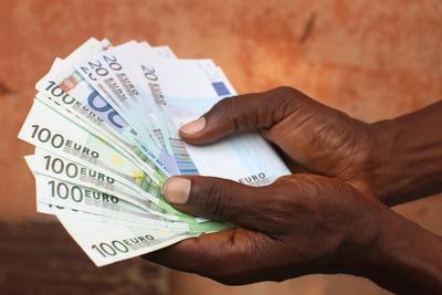 https://imgc.allpostersimages.com/img/posters/african-holding-euros-lome-togo_u-L-Q1GYK290.jpg?artPerspective=n