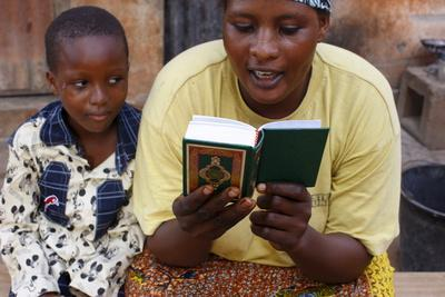https://imgc.allpostersimages.com/img/posters/african-mother-reading-the-koran-lome-togo_u-L-Q1GYHPN0.jpg?artPerspective=n
