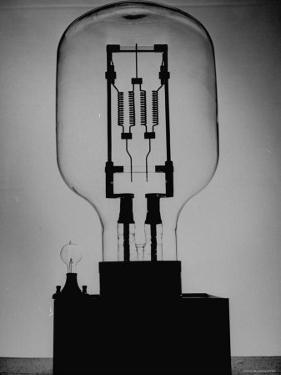 Manufacturing G. E. Giant Electric Bulb by Al Fenn