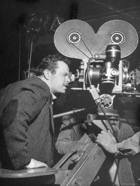 "Orson Welles Directs ""Around the World"" by Al Fenn"