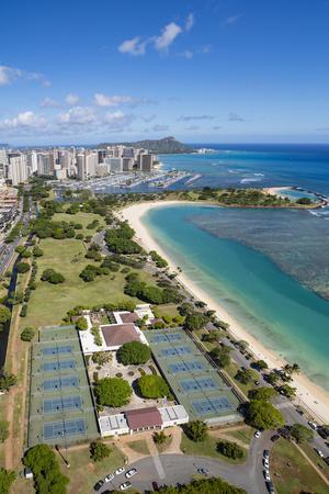 https://imgc.allpostersimages.com/img/posters/ala-moana-beach-park-honolulu-oahu-hawaii_u-L-Q1D0O720.jpg?artPerspective=n
