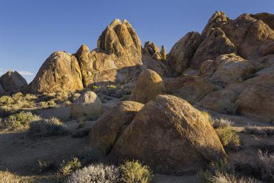 https://imgc.allpostersimages.com/img/posters/alabama-hills-near-lone-pine-sierra-nevada-california-usa_u-L-Q11YMZE0.jpg?artPerspective=n
