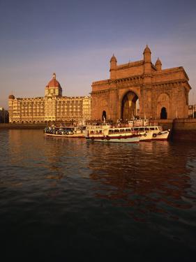 Gateway to India and Taj Hotel, Mumbai, India by Alain Evrard