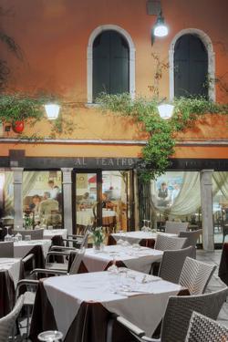 Al Teatro Cafe, Venezia by Alan Blaustein