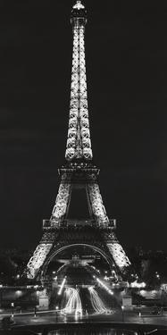 Tour Eiffel la Nuit by Alan Blaustein